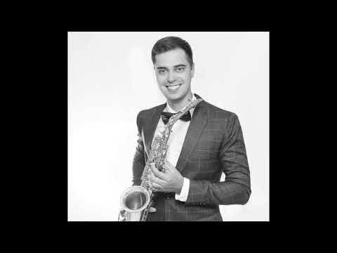 Saxophonist Dimitri für Ihre elegante deutsch-russische Hochzeit mit einem Hochzeitsmoderator