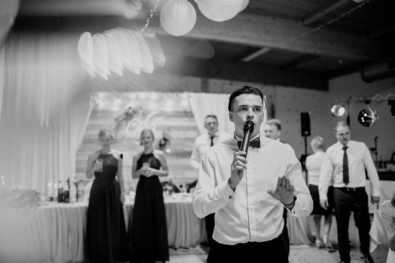 Hochzeitsmoderator für eine Hochzeit