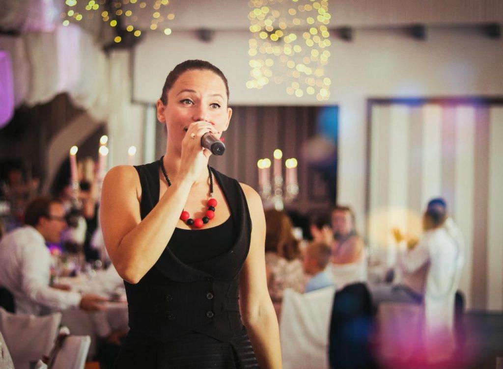 Moderatorin für Ihre russische Hochzeit