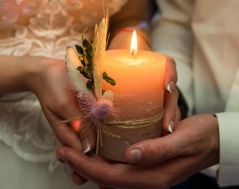 Die Feuerübergabe - russische Hochzeit Tamada.