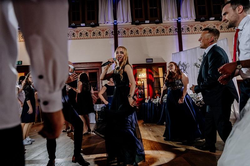Tanzprogramm zusammen mit einer russischen Sängerin aus Schömberg