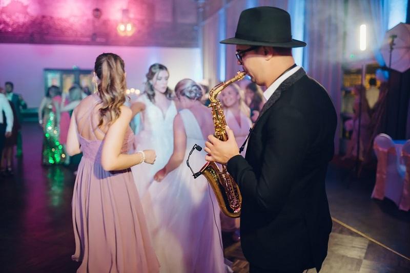Saxophonist für internationale Hochzeit
