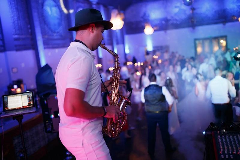 Saxophonist Dima für eine russische Hochzeit