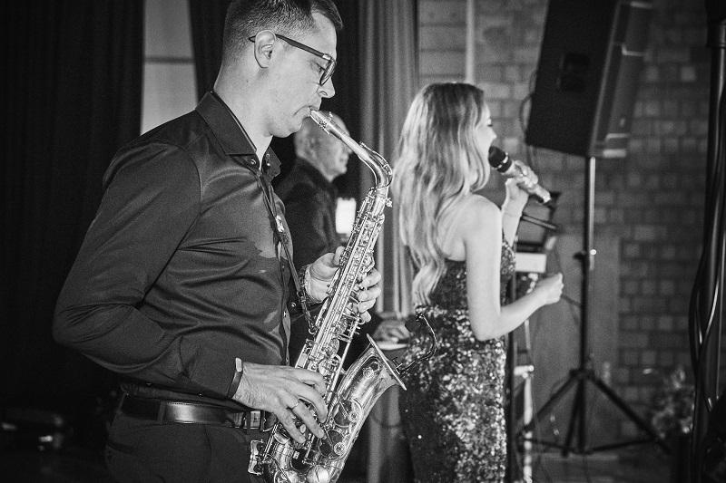 Saxophonist Dimitri für ihre russische Hochzeit