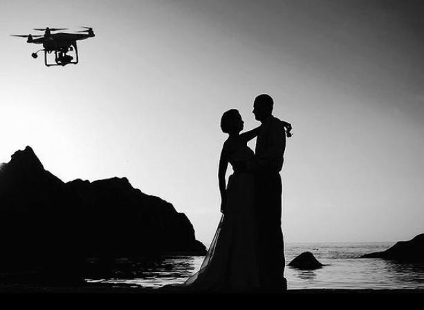 Drohnenaufnahmen für Ihre Hochzeit buchen