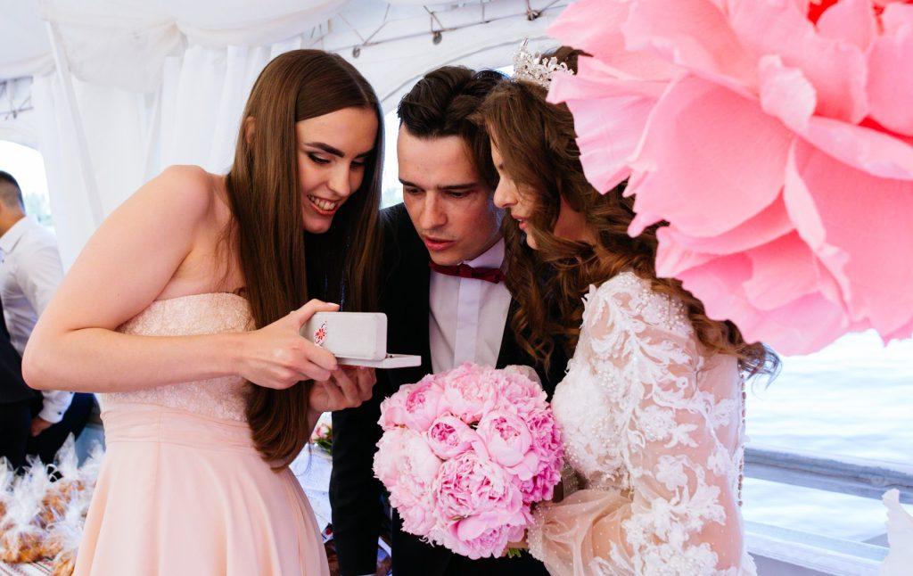 Gratulationsempfang bei einer russischen Hochzeit