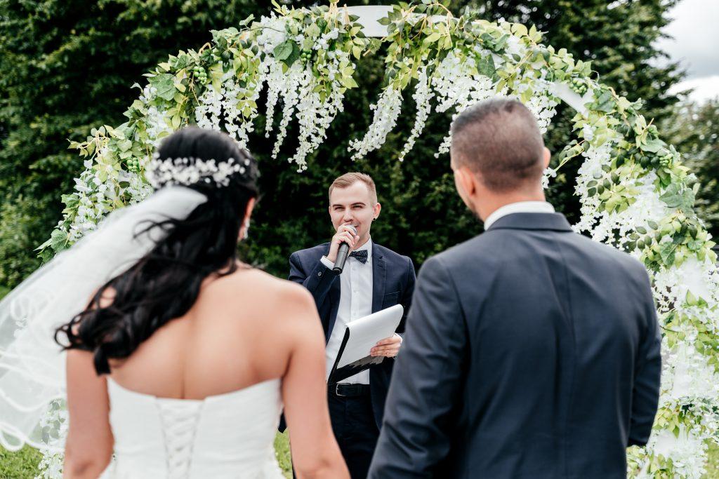 So feiert man eine russische Hochzeit mit einem Tamada